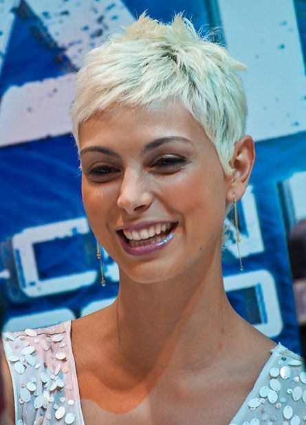 Photo of blonde morena baccarin is sofia, kirk's lover,  #baccarin #Blonde #blondehairstylesshorter #k…