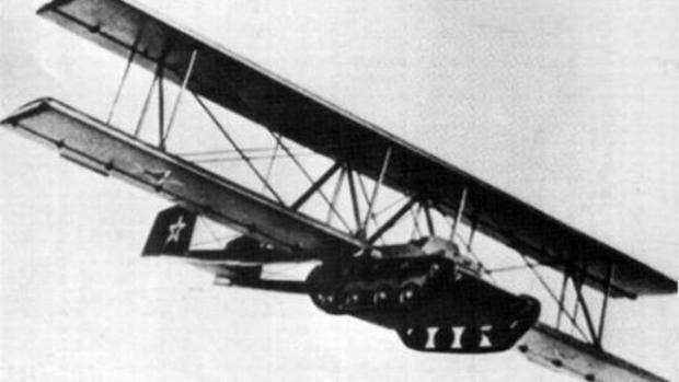 El Antonov A-40 fue un proyecto de un tanque de vuelo del Ejército Rojo en la Segunda Guerra Mundial.