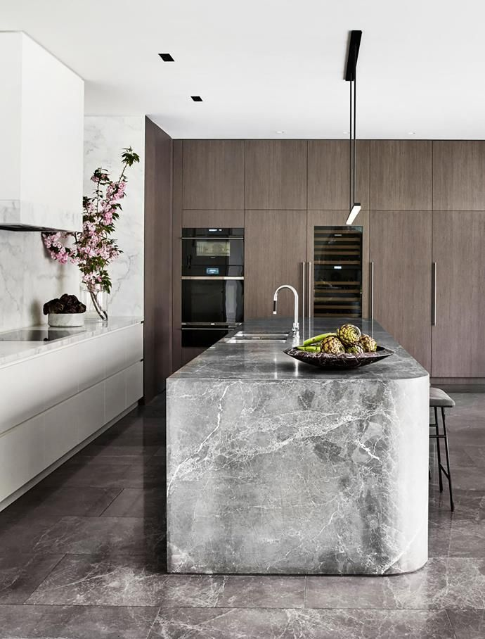 Mim Design and VCON joined forces to design this elegant kitchen that boasts a timeless appeal.
