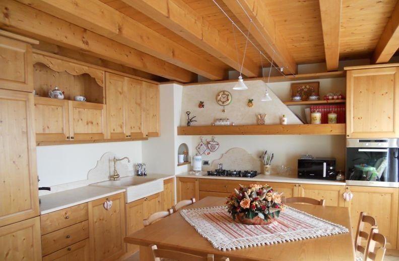 Come Arredare Una Casa In Montagna Cucina In Legno Di Abete Cucina