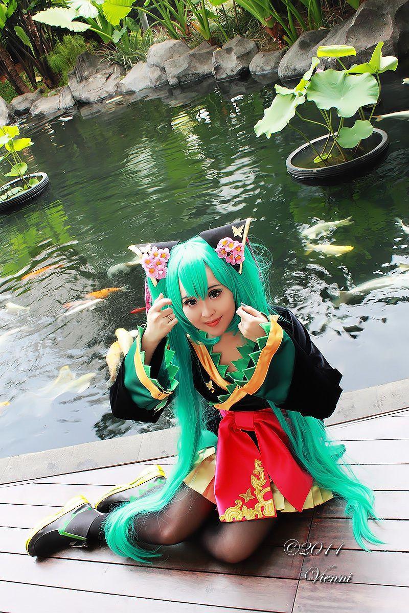Hatsune Miku cosplay by Pinky Lu Xun
