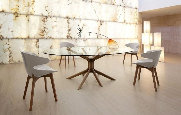Table de salle manger en bois massif 29 designs modernes tables ovales - Table ovale design pied central ...