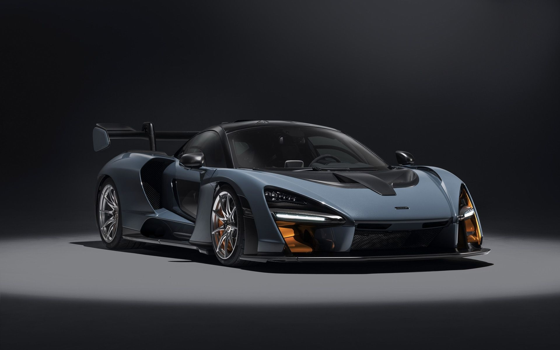 2018 Mclaren Senna Carbon Theme And Victory Grey Serious Wheels Mclaren Cars Super Cars Sports Car