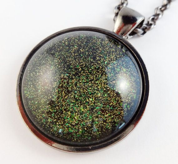 Green Glitter Pendant Necklace. Circle Glass by StardustCraft, $10.00