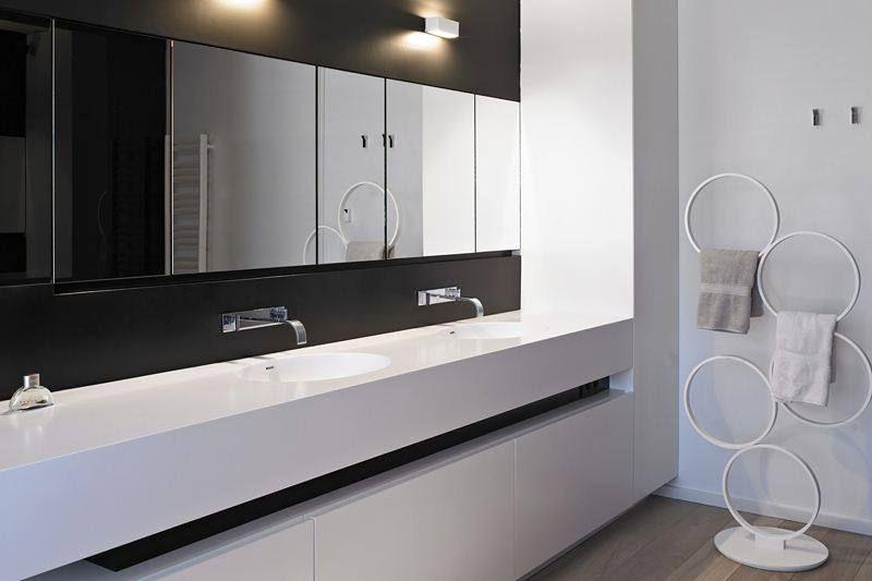 badkamer in zwart en wit corian | badkamer/wc | pinterest, Badkamer