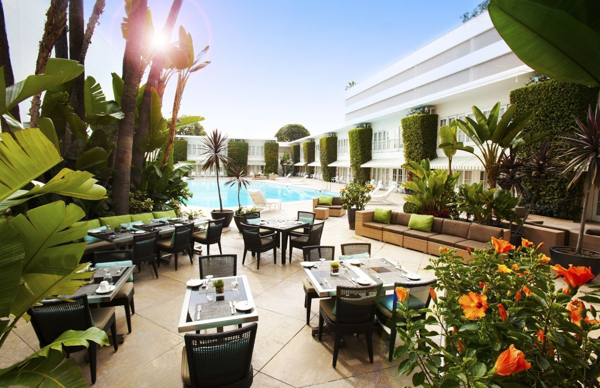 Even In October Beverly Hills Is Enjoying Warm Weather And Outdoor Pools The Beverly Hilto Los Angeles Hotels Beverly Hills Restaurants Beverly Hilton Hotel