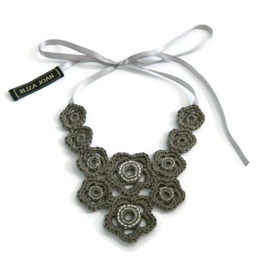 Khaki flower necklace / Flower necklace / Taupe necklace / Statement necklace / Bib necklace / Vintage style / Crochet jewelry / Hippie