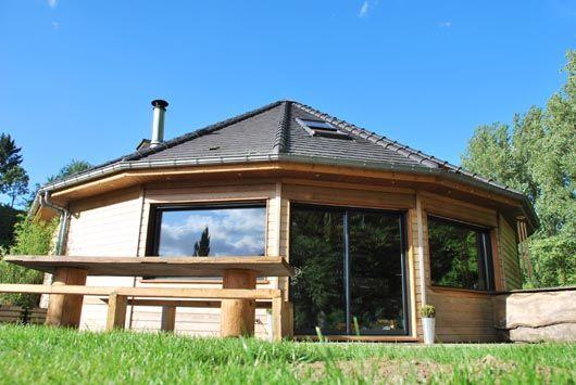 Les Maisons En Bois Rondes 16 Pans Surface Au Sol 116 M2 Largeur Des Pans De Mur 2 4m Maison Ronde Maison Bois Maison Ossature Bois