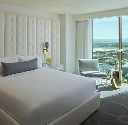 Luxury by design delano las vegas delano las vegas las for Delano hotel decor