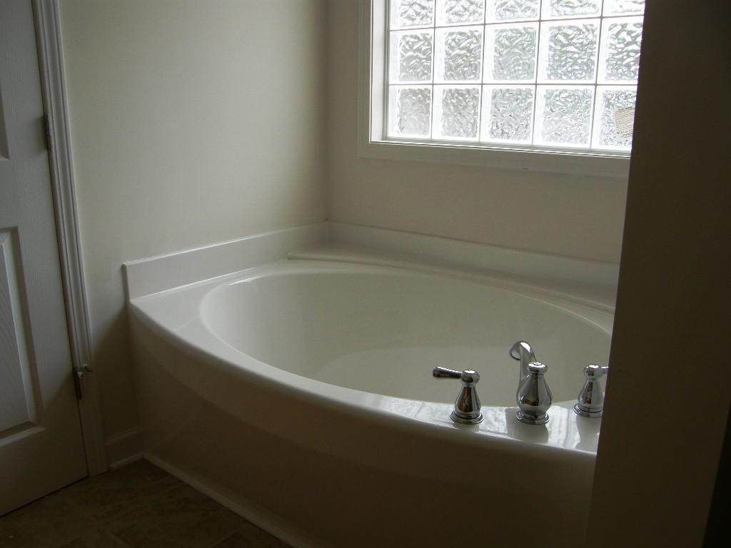 Absolutely Stunning Lowes Bathtubs Designs You Must See in