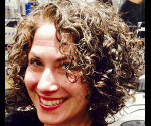 Best Curly Hair Stylist Salon In Nyc Leslie Loves Curls In 2020 Curly Hair Styles Curly Hair Stylist Curly Hair Salon