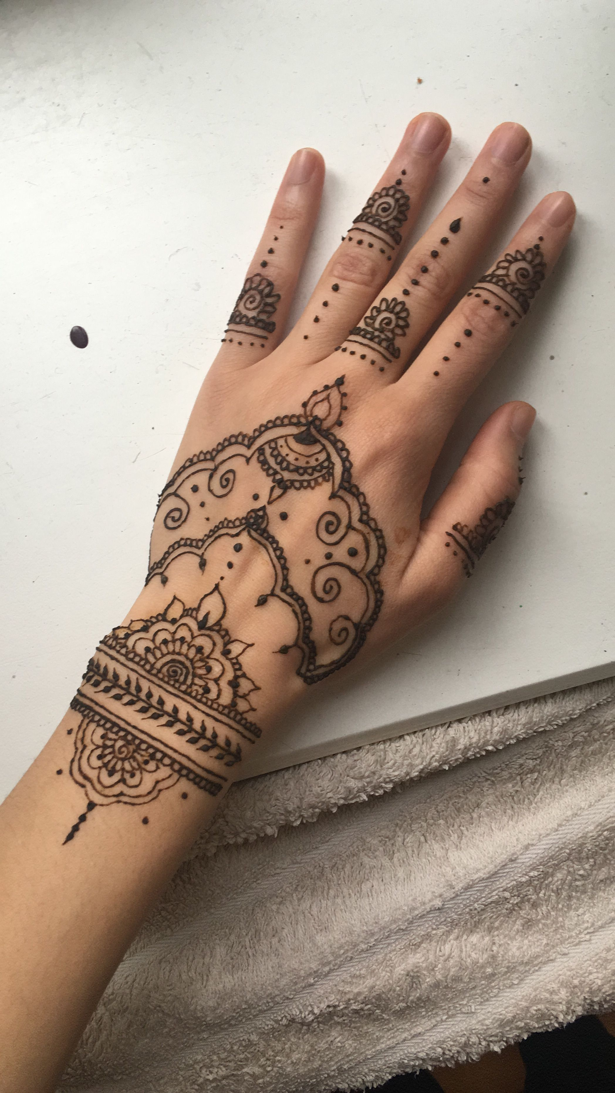 easy henna hand Tattoos I like Henna tattoo hand
