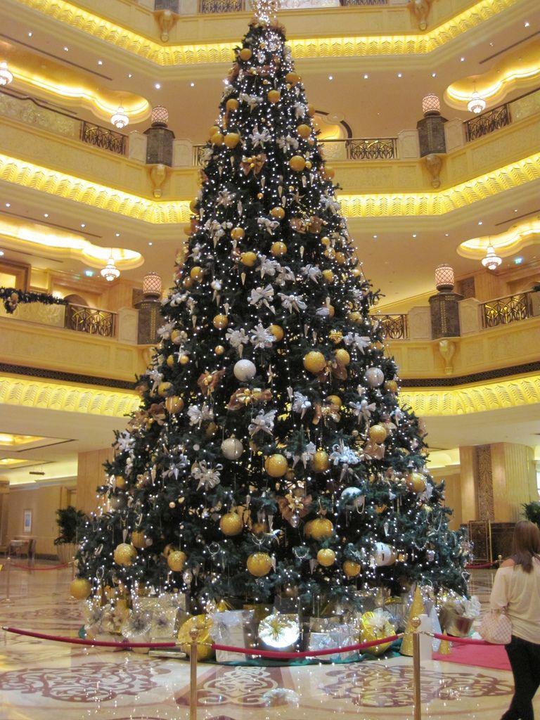 Emirates Palace Hotel Dubai Amazing Christmas Trees Christmas Tree Christmas