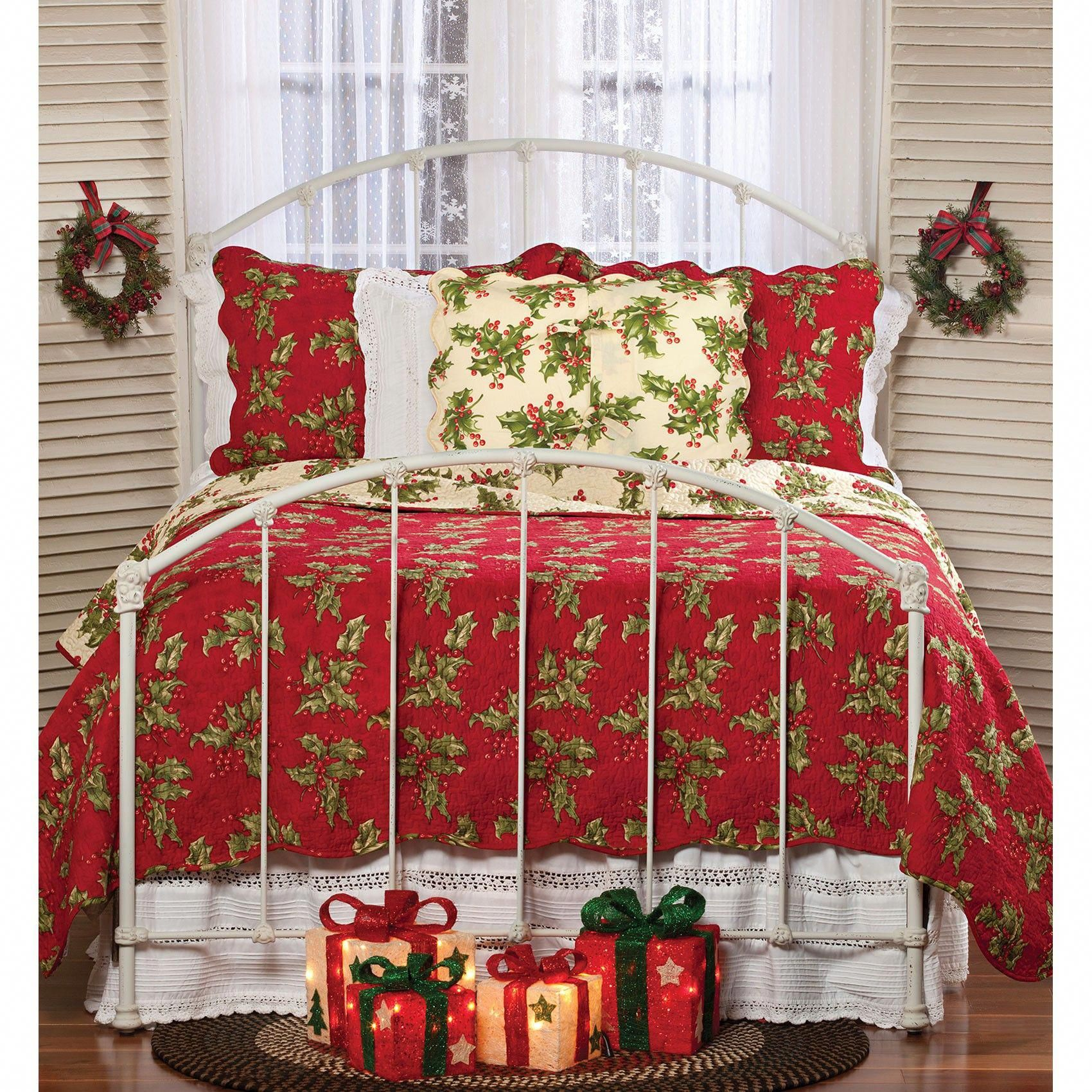 Sturbridge Yankee Workshop Christmas 2020 Holly Berry Christmas Quilt Collection | Sturbridge Yankee