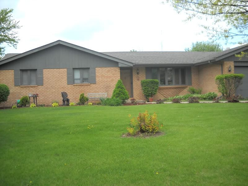 Coordinating Brick House Siding And Roof Colors Brick Exterior House Brick House Exterior Colors Orange Brick Houses