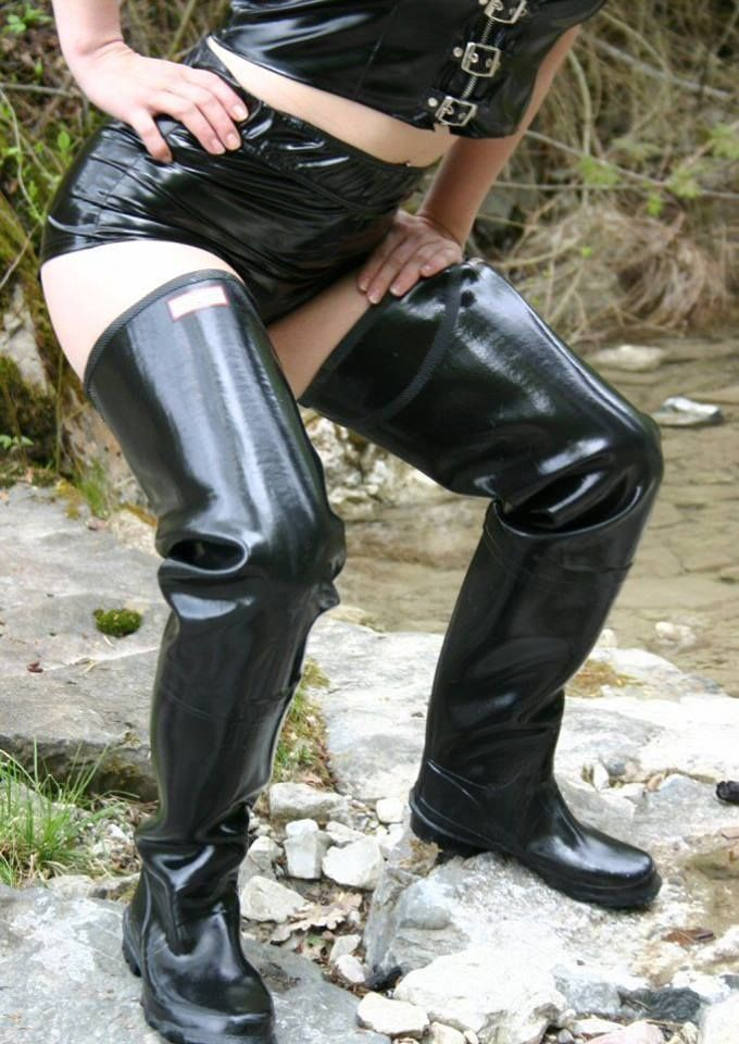 granny-wearing-waders-nicole-graves-nude-pics