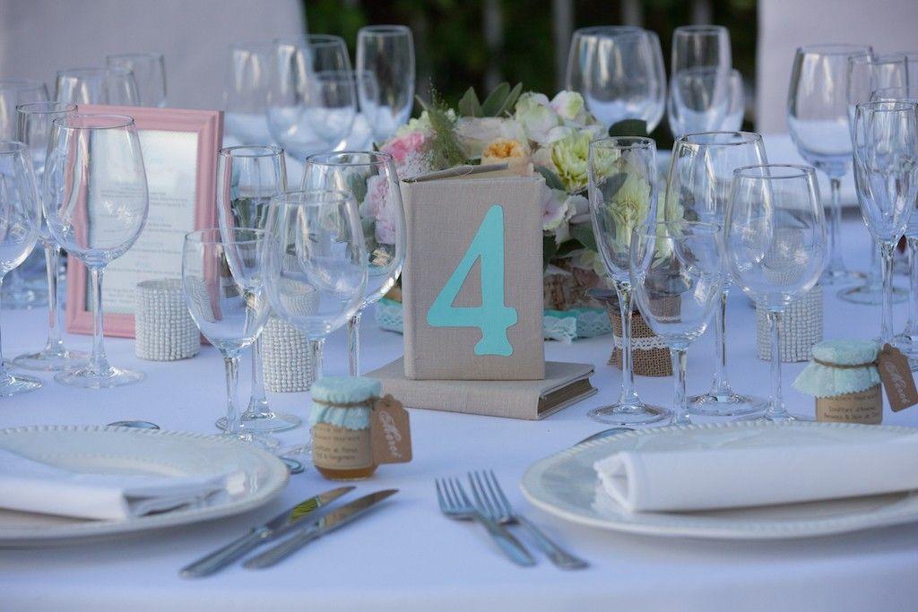 decor vintage chic mariage wedding num ro de tables mariage chic mariage blanc mariage. Black Bedroom Furniture Sets. Home Design Ideas