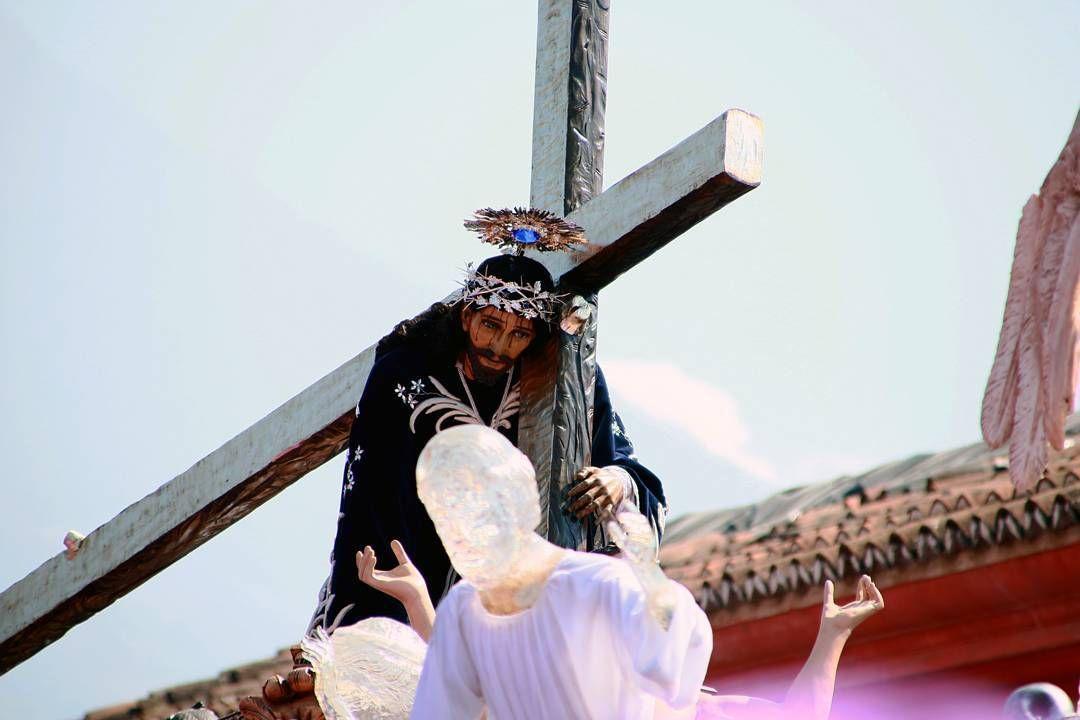 En tus ojos reflejas tu amor y redención que Tu padeciste por nuestra salvación  Nazareno de la Caída  #AntiguaGuatemala #Cuaresma2017 #PhotoshootCuaresma  Aporte: @elninoo1989
