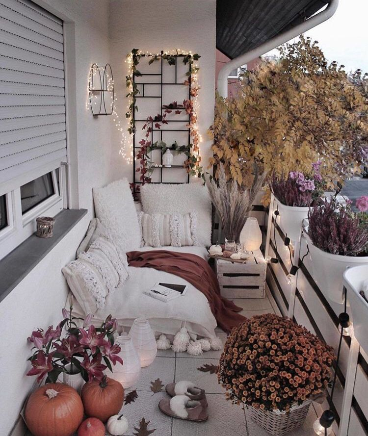 The Autumn Tag '18 - Mademoiselle O'Lantern #apartmentbalconydecorating