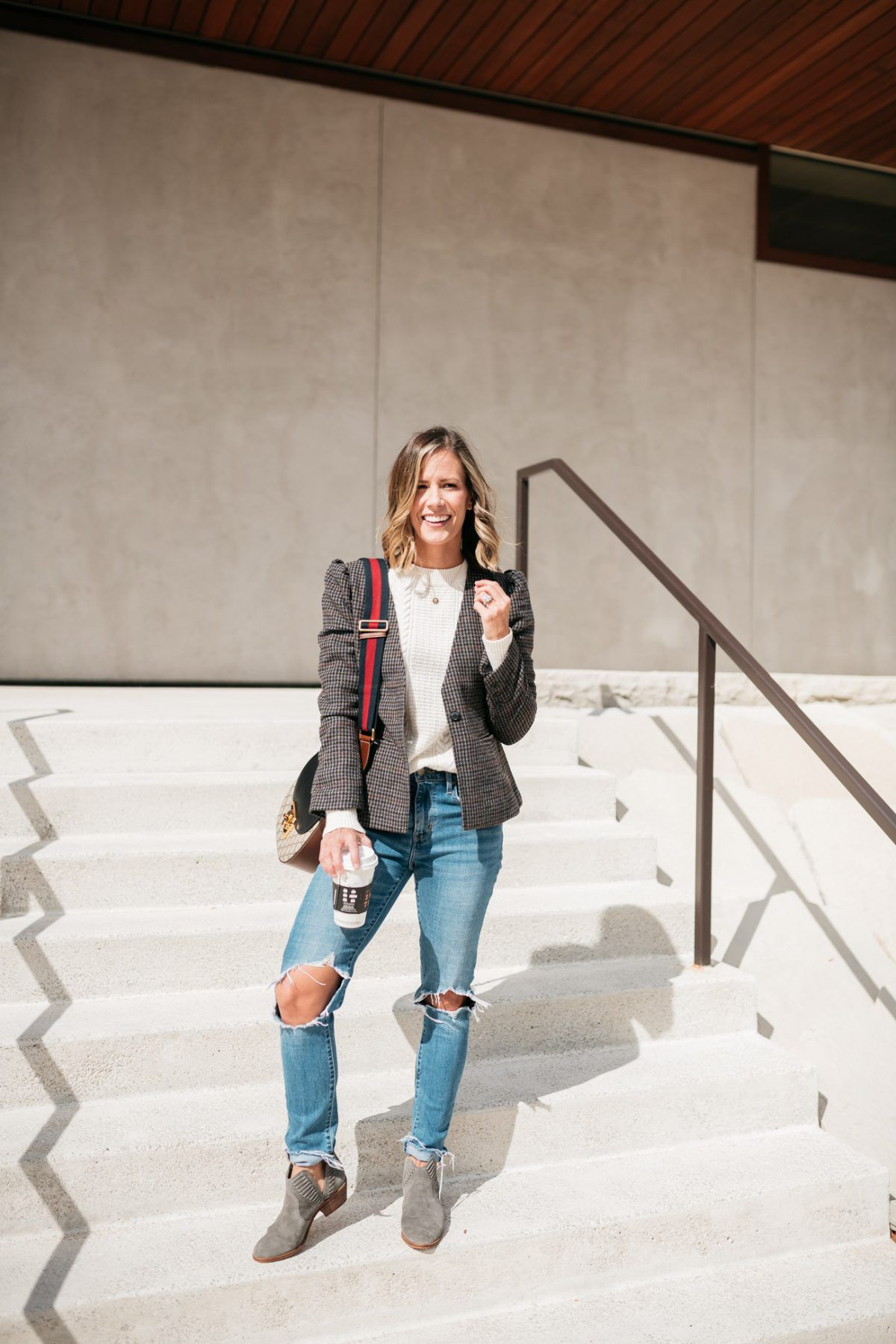 69495fa17134 Fall Style  A Plaid Blazer + Mom Jeans   My Style   Pinterest ...