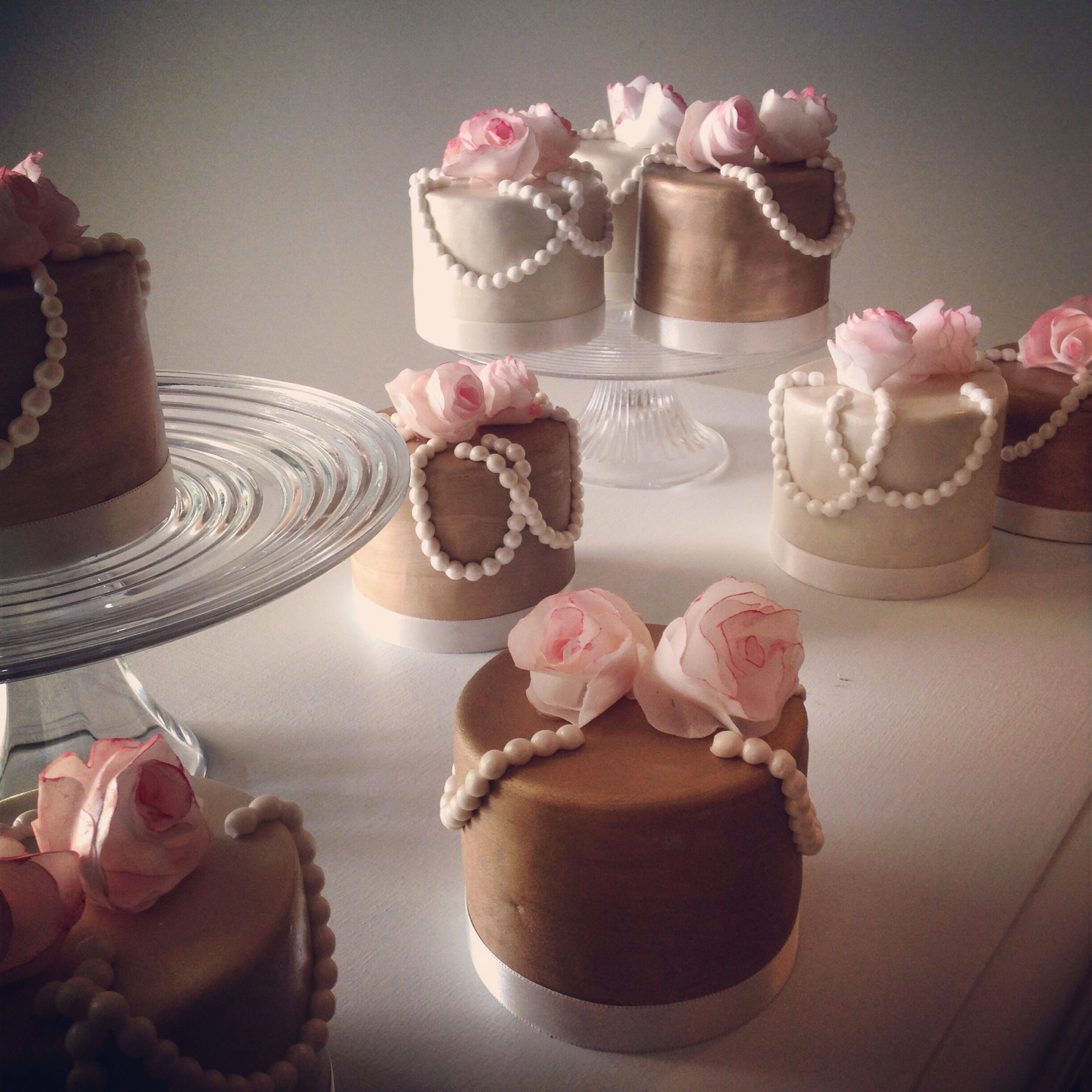 Miniature cakes : wedding love!