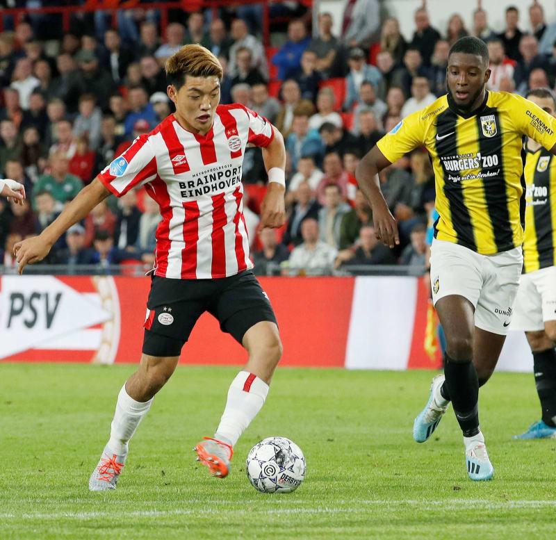 フィテッセ戦の後半、途中出場し攻め込む PSVアイントホーフェン PSV ...
