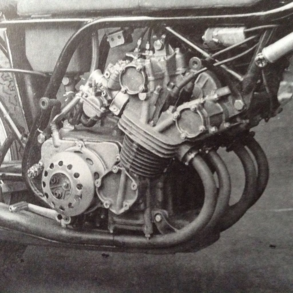 close up of the honda 125cc 8 speed gearbox 4 cylinder 1964  [ 1024 x 1024 Pixel ]