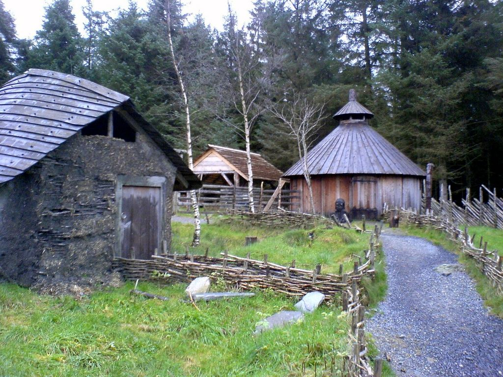 Small Towns In Norway So Beautiful It Actually Hurts Viking House Viking Village Vikings