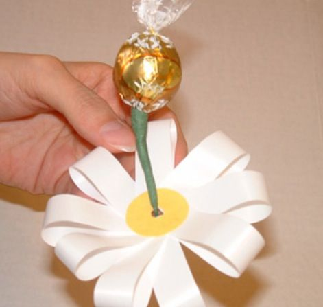 Another cute way to wrap the candy for a bouquet