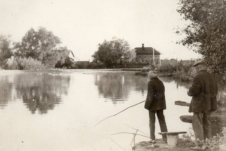 Вы когда-нибудь слышали про ловлю рыбы на пуговицу? На жареный песок? А на кирпич? Известно ли Вам, что такое подводный венок или на какие наживки ловили рыбу эдак 70 – 100 лет назад. А ведь наши деды…