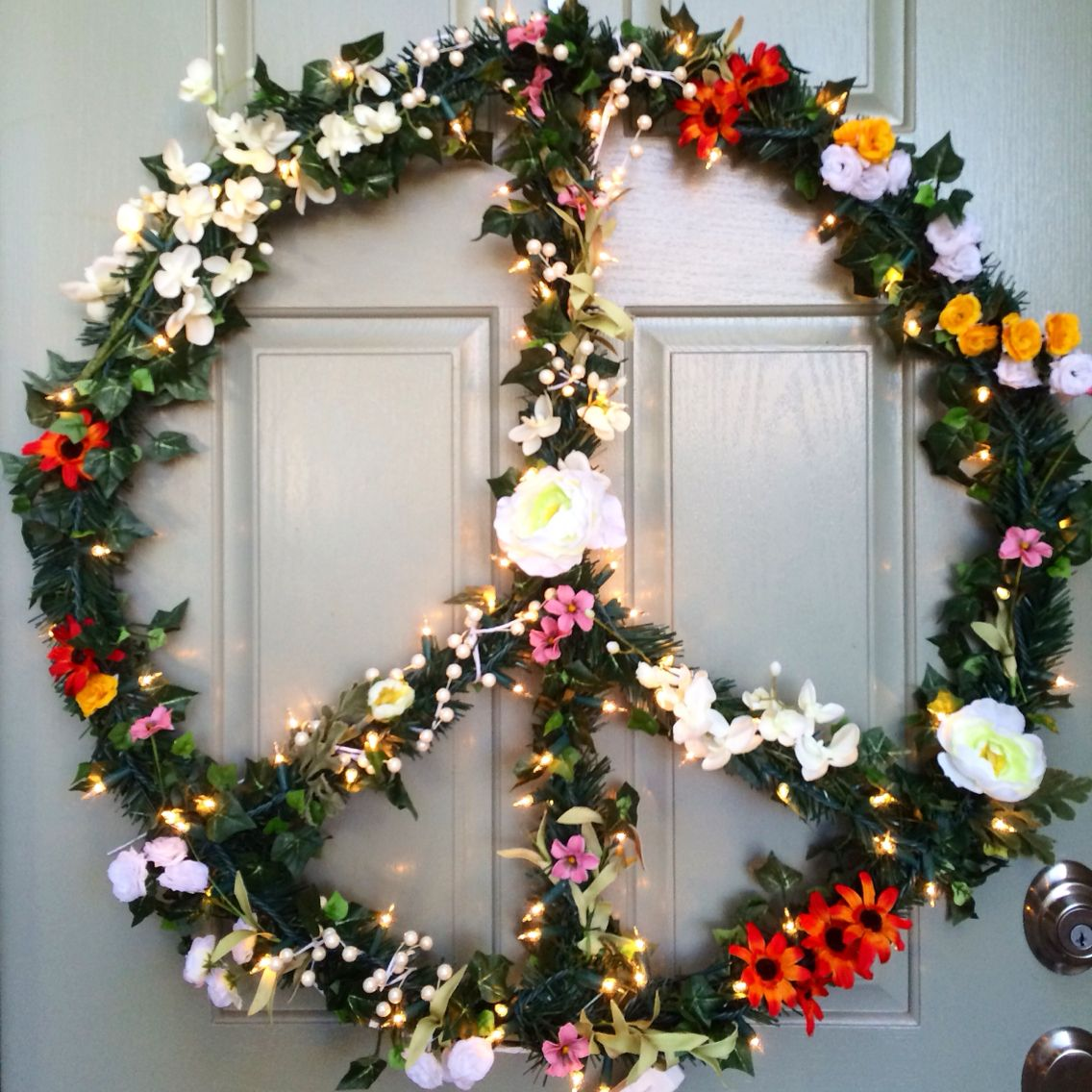 Diy Christmas Peace Wreath 32 Flower Child Hippie Peace