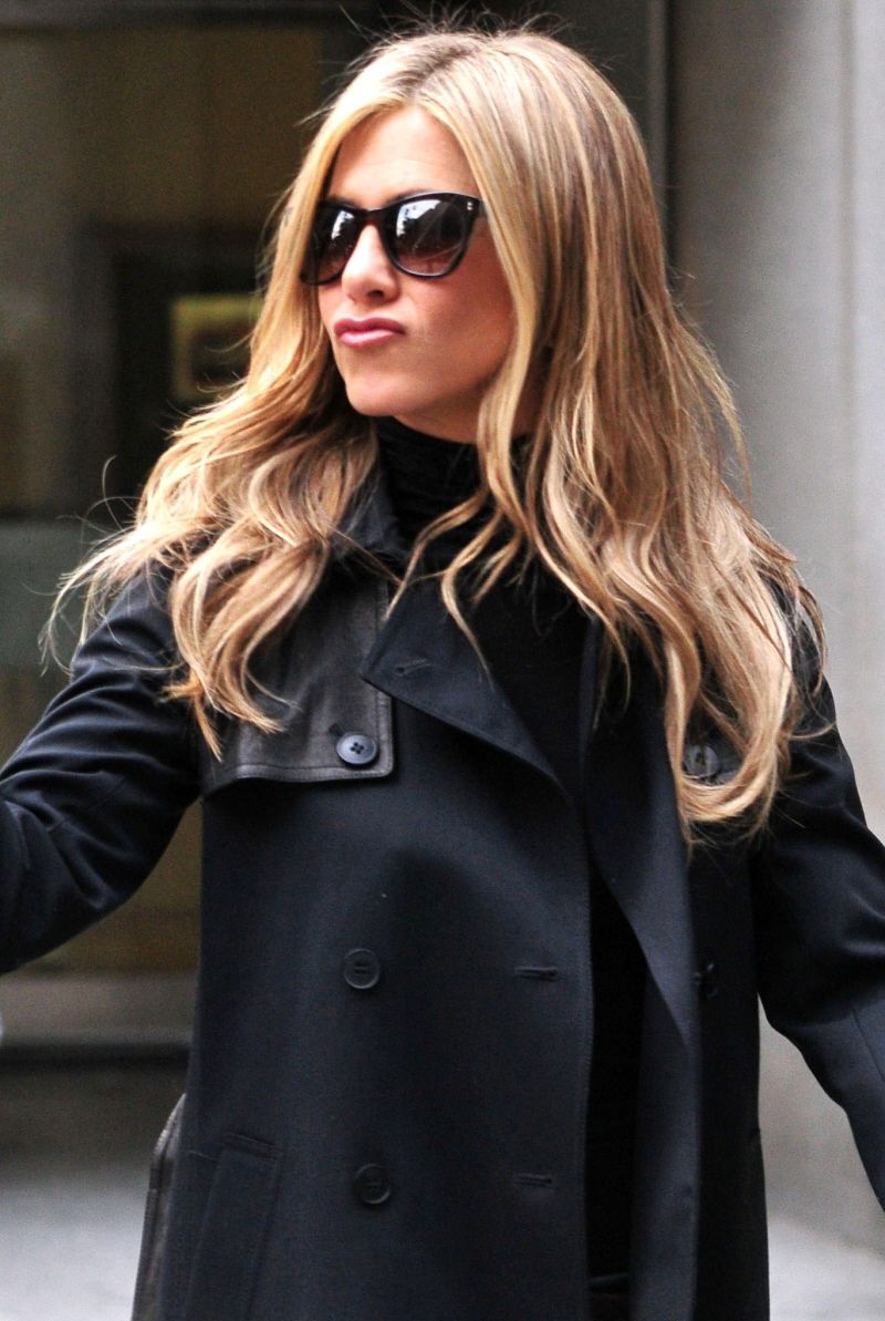 I Love Jennifer Anniston And Her Hair Color Thinking About Getting Highlights Like