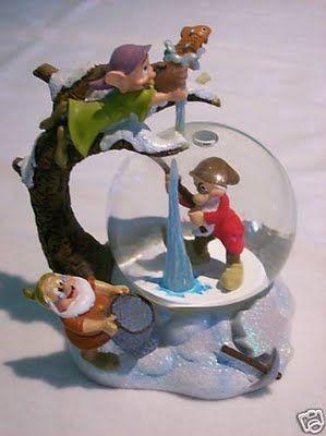 Disney Dwarfs winter snowglobe