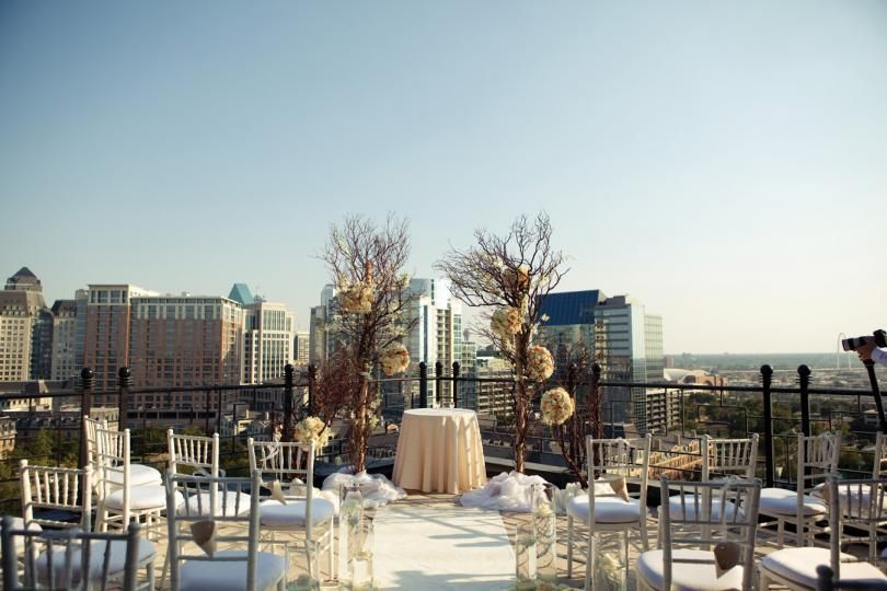 We Swoon Over This Dallas Rooftop Wedding At The Stoneleigh Hotel And The Floral Elements Provided Rooftop Wedding Rooftop Wedding Venue Dallas Wedding Venues