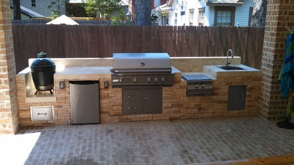 Outdoor Kitchen Islan With Built In Grill And Sink With Green Egg