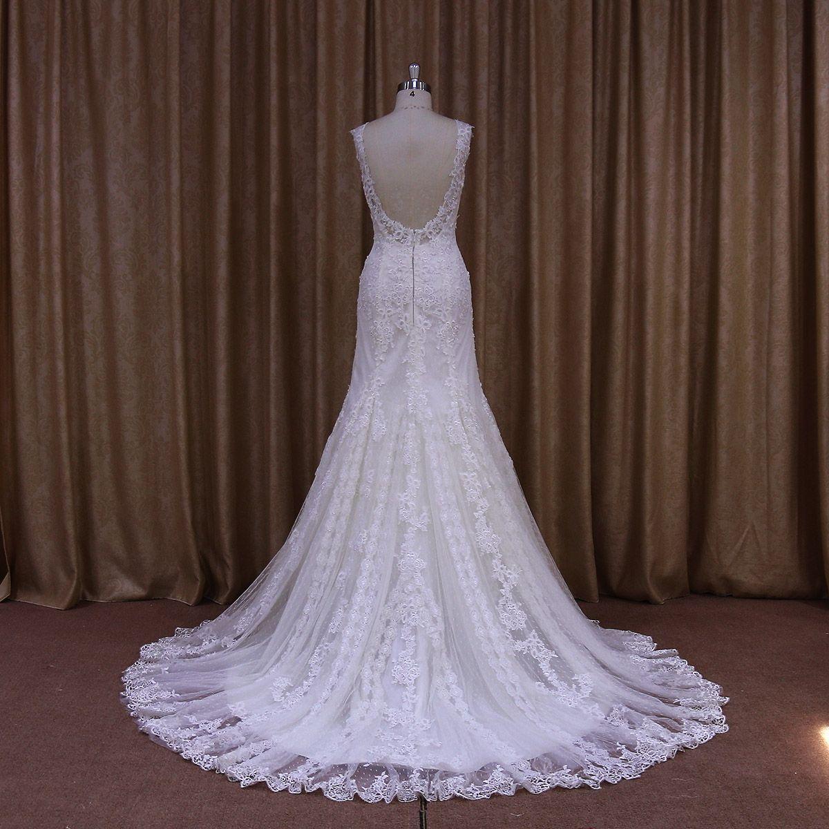 El vestido de novia Peonia de #innovias enamora con su encaje vintage y espalda descubierta. https://innovias.wordpress.com/2016/01/01/las-tendencias-en-moda-nupcial-del-2016-by-innovias/