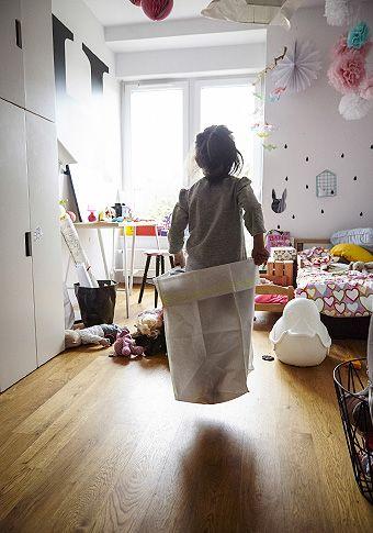 e9047133517b Helena sa rada hrá v jej farebnej detskej izbe