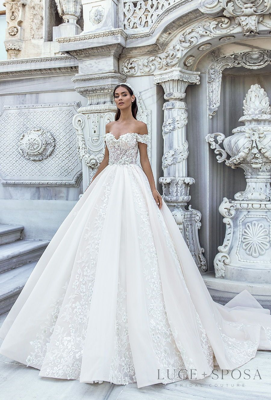 Luce Sposa Spring Summer 2021 Wedding Dresses Istanbul Paris Bridal Collections Wedding Inspirasi Ball Gown Wedding Dress Wedding Dresses Ball Gowns Wedding [ 1326 x 900 Pixel ]