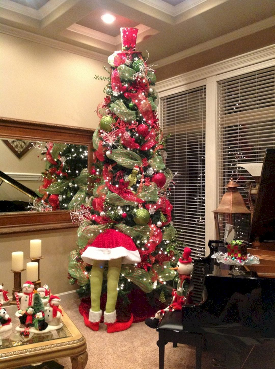 Amazing Christmas Tree Themes For Your Home
