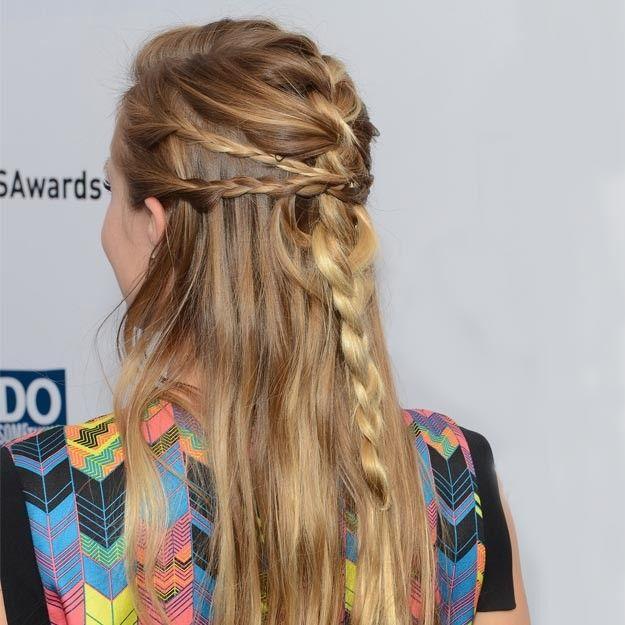 Kristen Bell luce otro de nuestros peinados favoritos, un semirrecogido con  tres trenzas una
