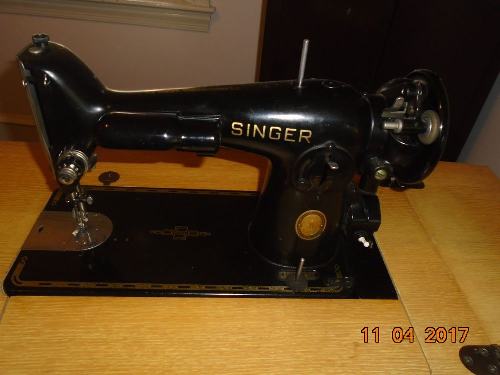 VintageSinger 4040 original sewingmachine with original cabinet Stunning Original Sewing Machine