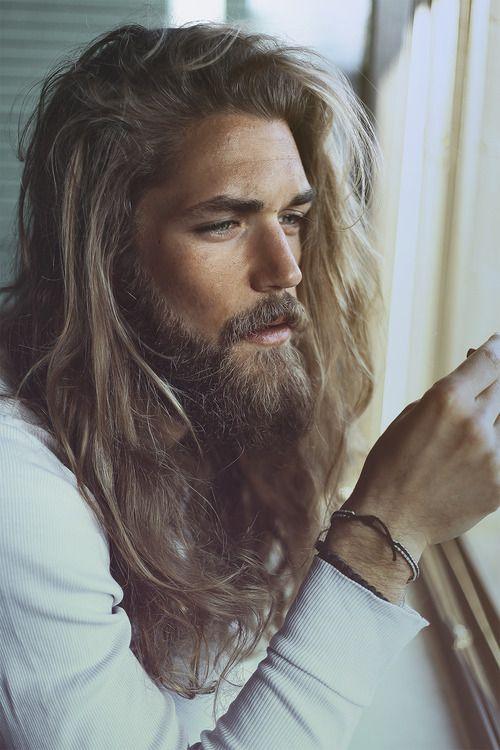 Hombres con pelo largo y barba