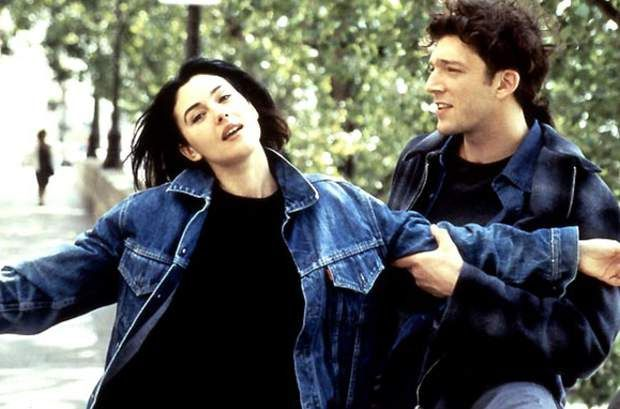 monica bellucci et vincent cassel dans l 39 appartement le film de leur rencontre en 1996. Black Bedroom Furniture Sets. Home Design Ideas