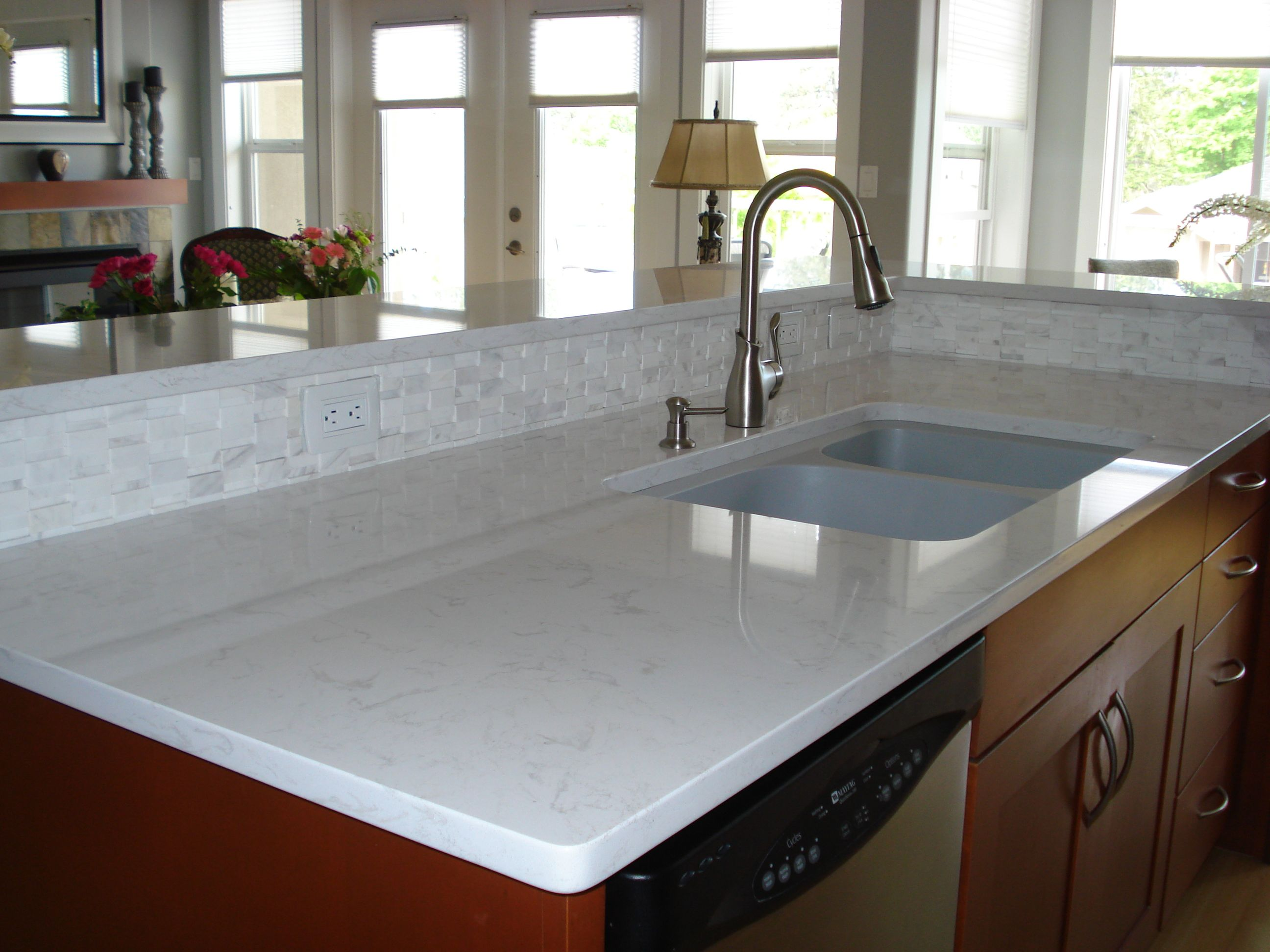 Light Quartz Counters, Backsplash