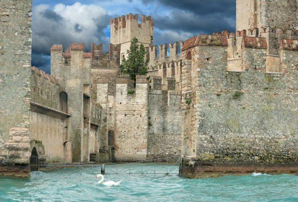 Il Castello Scaligero a Sirmione Sirmione, Garda, House