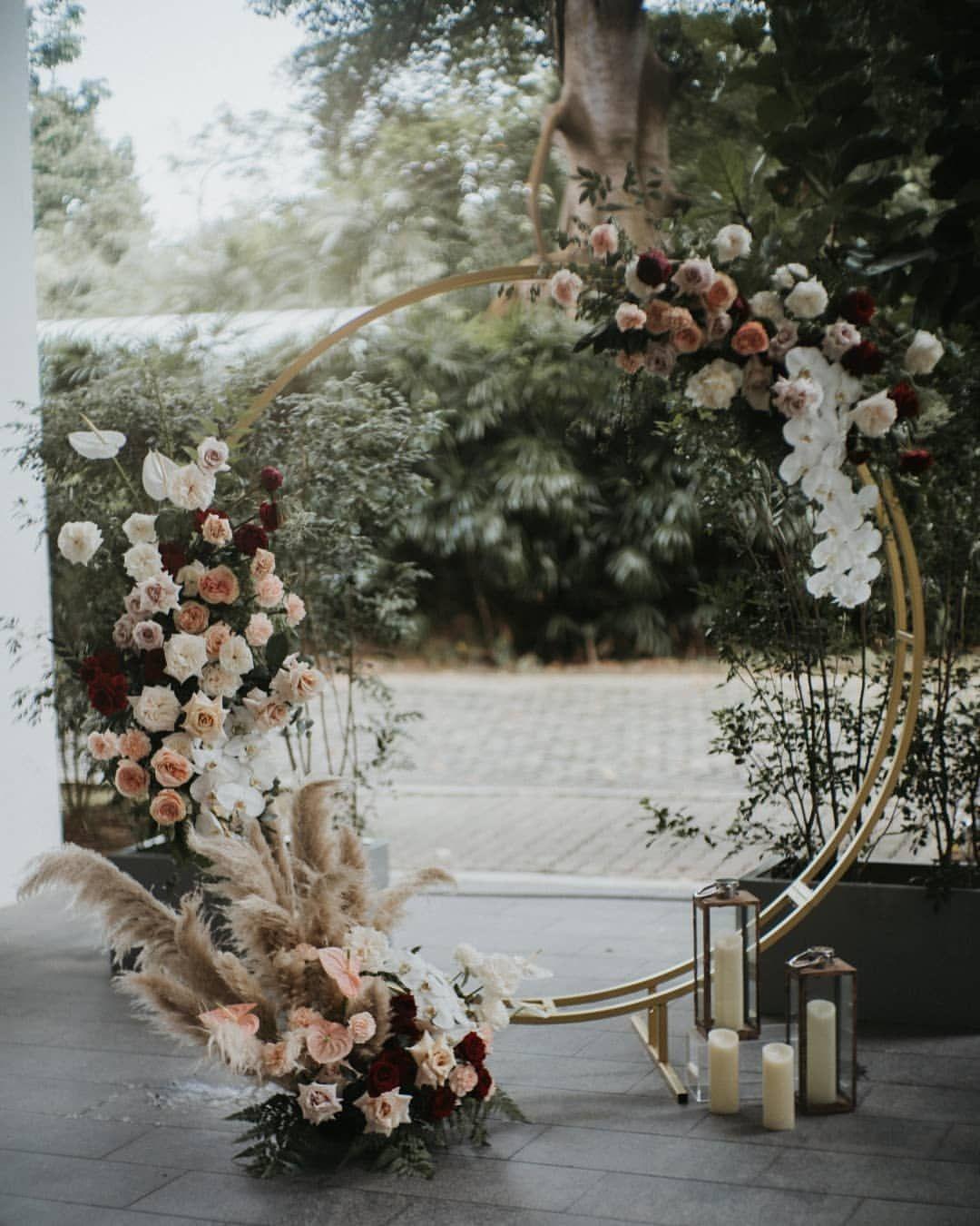 Eine äußerst romantische staubige Rosenpalette auf einem atemberaubenden Rundbogen. ⠀⠀⠀⠀⠀ …   – Weddings