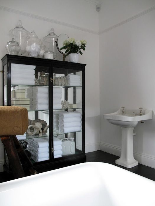 if i had a larger bathroom, this storage cabinet would be in it!