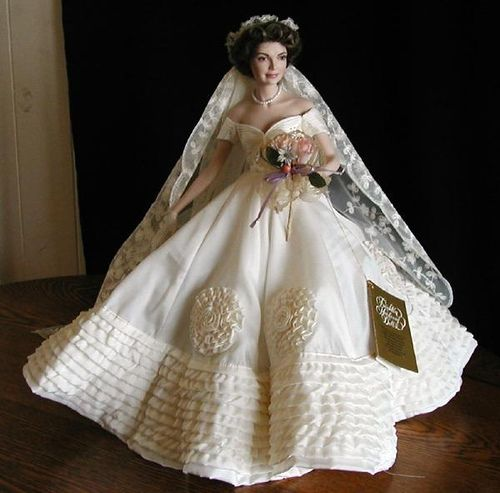 Jackie Kennedy doll dressed in her vintage wedding gown. (I have ...