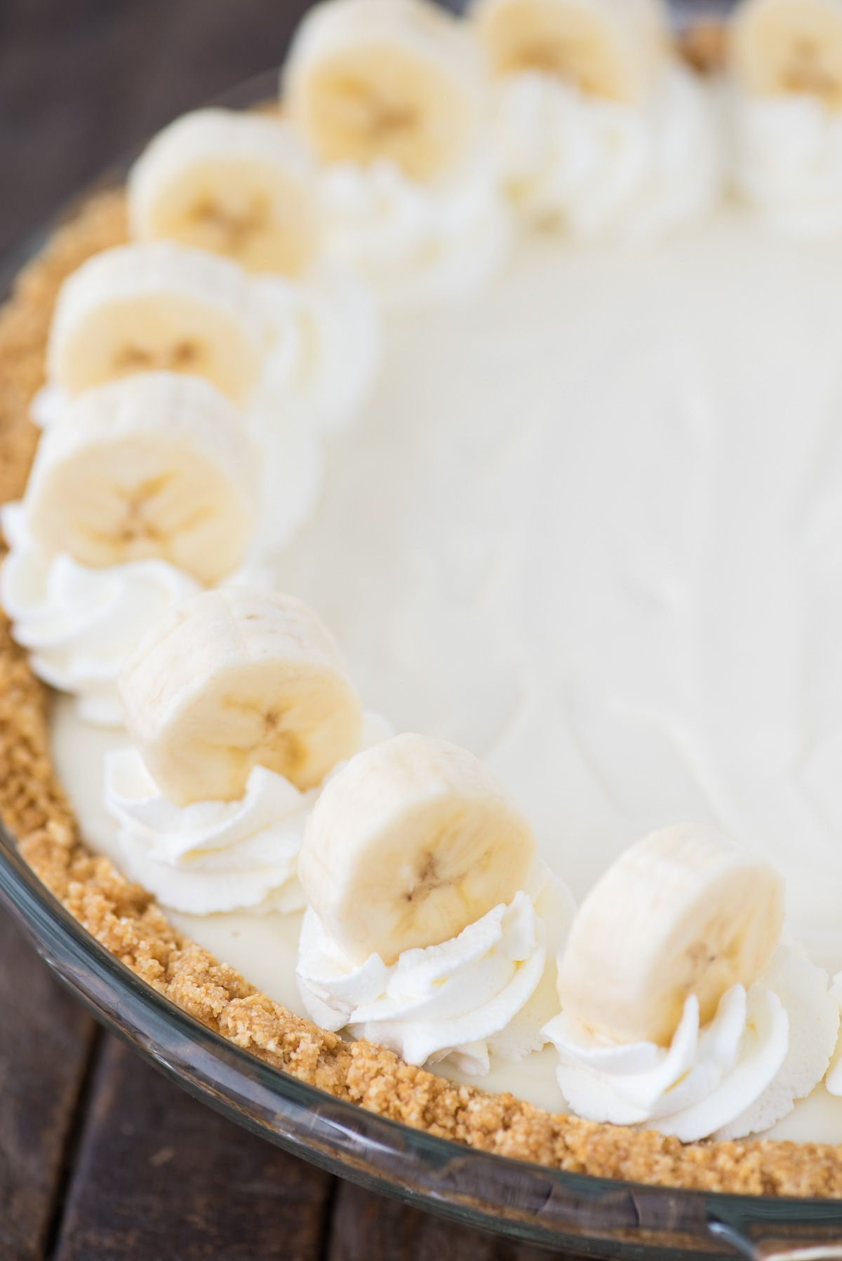 Banana Breeze Pie Is A No Bake Creamy Custard Like Banana Pie That Uses Cream Cheese Swee Sweetened Condensed Milk Recipes Banana Cream Pie Recipe Banana Pie