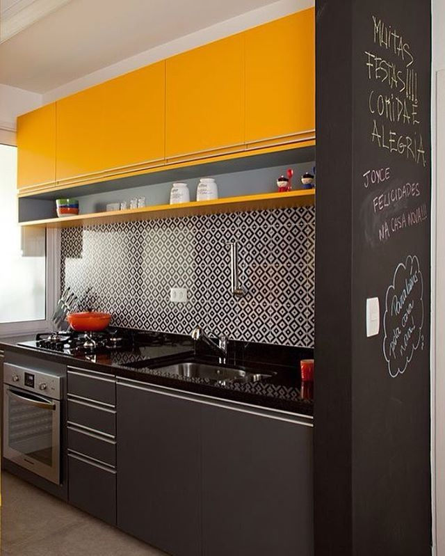Armario Plastico Carrefour ~ Cozinha com armário superior amarelo e o inferior cinza O revestimento desse azulejo na